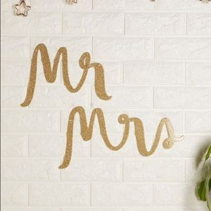 kate spade Accessories - NEW Kate Spade Mr. Mrs. Gold Wedding Chair Signs